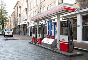 auto-huren-maand-eigen-tankstation